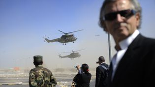 Bernard-Henri Lévy attend l'arrivée de Nicolas Sarkozy à Tripoli (Libye), le 15 septembre 2011. (ERIC FEFERBERG / POOL / AFP)