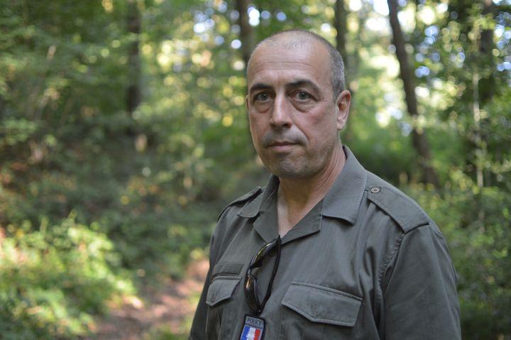 Cyril Teillet, responsable du bureau de la nature et de la forêt et du développement durable à la Direction départementale des Territoires et de la Mer de Seine-Maritime (DDTM 76). (VICTOR VASSEUR / RADIO FRANCE)