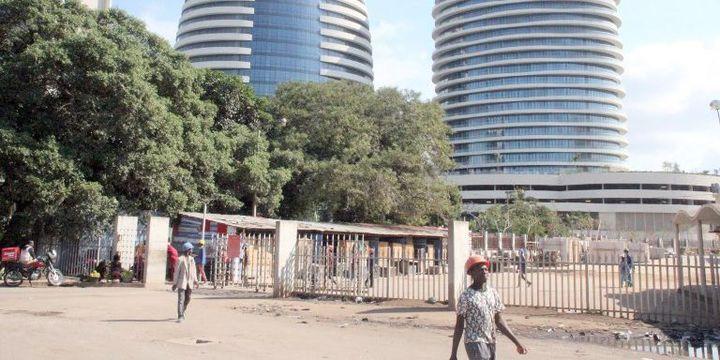 Des passants dans le centre de Maputo, capitale du Mozambique. (Jeronimo Muianga / dpa)