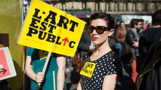 Les intermittents du spectacle protestent contre le Medef à Paris, le 20 mars 2014 (LCHAM / SIPA)