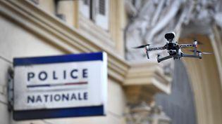 Un drone de la police nationale à Marseille, le 24 mars 2020. (GERARD JULIEN / AFP)