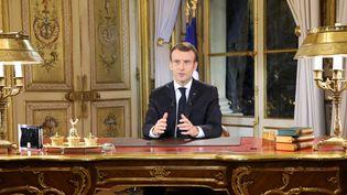 Le président de la République, Emmanuel Macron, s'adresse à la nation depuis l'Elysée, le 10 décembre 2018. (LUDOVIC MARIN / POOL)