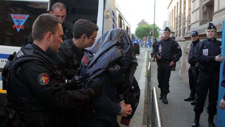 (Sofiane Hambli, à son arrivée au tribunal de Mulhouse, en 2013 © MaxPPP)