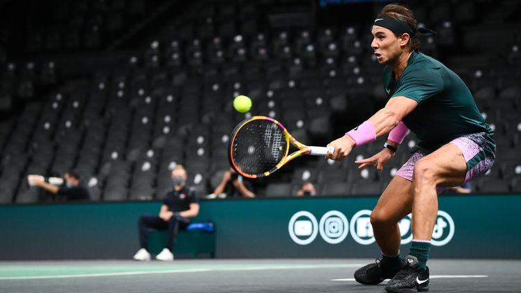 Rafael Nadal contre Feliciano Lopez au Masters 1000 de Paris-Bercy. (FRANCK FIFE / AFP)
