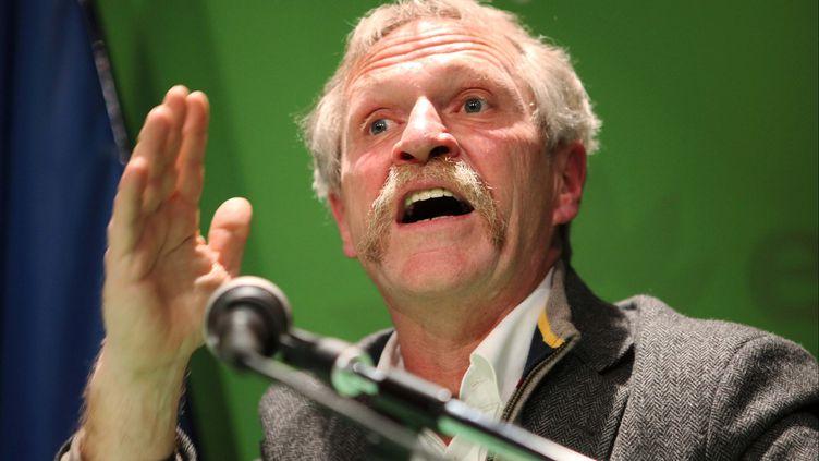 Le député européen José Bové, à la Maison de l'Europe, à Paris, le 30 janvier 2012. (FRANCOIS LAFITE / MAXPPP)