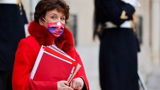 La ministre de la Culture Roselyne Bachelot sur les marches du Palais de l'Elysée le 6 janvier 2021. (LUDOVIC MARIN / AFP)