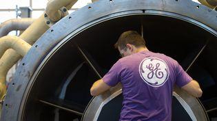 Un salarié de General Electric à Belfort. (SEBASTIEN BOZON / AFP)