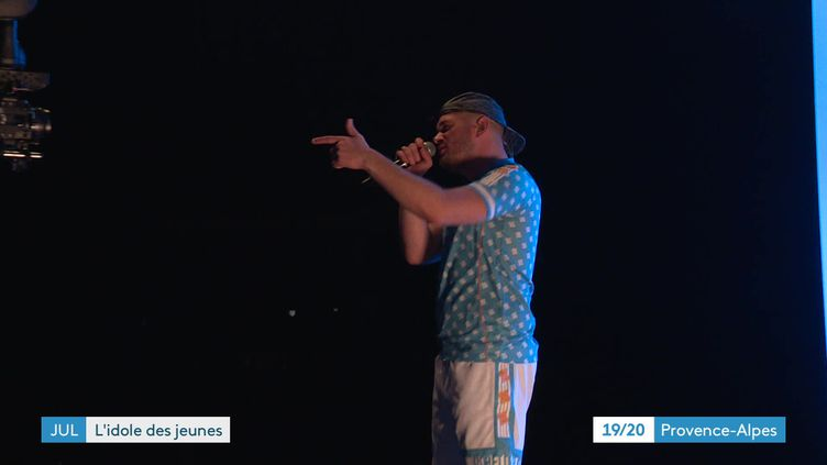 Jul, le rappeur marseillais ici sur la scène du Dôme devant 400 personnes. (France 3)