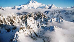 Le Mont Denali, anciennement Mont McKinley, le 27 juin 2014 en Alaska (Etats-Unis). (GLOBAL BOOK PUBLISHING / THE ART ARCHIVE / AFP)
