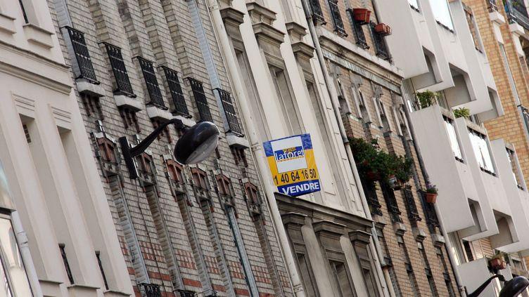 Une nouvelle crise inédite pour le marché de l'immobilier. (PATRICK KOVARIK / AFP)
