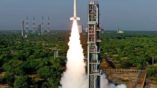La navette réutilisableRLV-TD décolle de l'aéroport deSriharikota (Inde), lundi 23 mai 2013. (AFP)