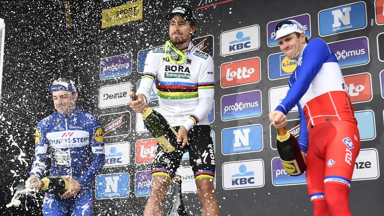 Sagan peut savourer son 3e sacre, accompagné Elia Viviani et d'Arnaud Démare. (DIRK WAEM / BELGA MAG)
