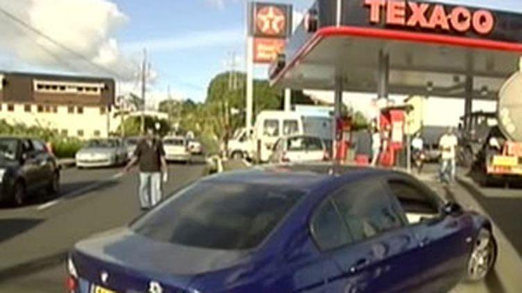 Une station-essence en Martinique (11 février 2009) (© France)