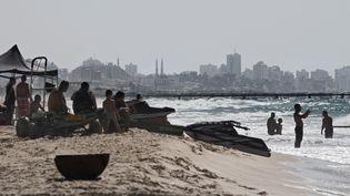 En Israël, la plage de Zikim (ici en septembre 2014) est fermée à la baignade à cause d'une pollution venue des eaux rejetées par Gaza. (JACK GUEZ / AFP)