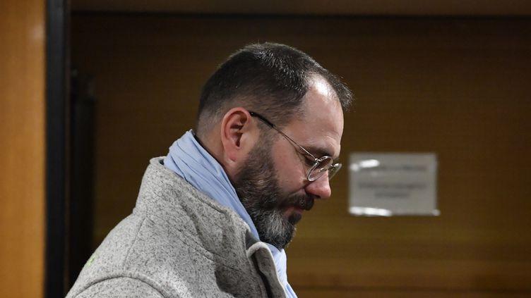 François Devaux, le président de l'association La parole libérée, le 15 janvier 2020 lors du procès de l'ex-prêtre, au tribunal de Lyon. (PHILIPPE DESMAZES / AFP)