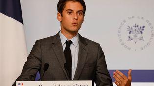 Le porte-parole du gouvernement, Gabriel Attal, le 13 juillet 2021 à Paris. (LUDOVIC MARIN / AFP)