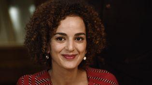 La romancièreLeila Slimani, prix Goncourt 2016, sourit à la presse au restaurant Le Drouant à Paris, le 3 novembre 2016. (MARTIN BUREAU / AFP)