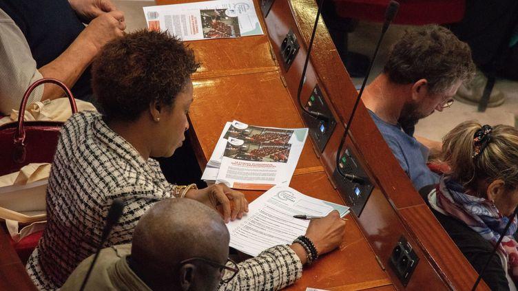 150 citoyens tirés au sort font des propositions pour lutter contre le réchauffement climatique au Conseil économique social et environnemental (CESE) (TANGI JAILLET / MAXPPP)