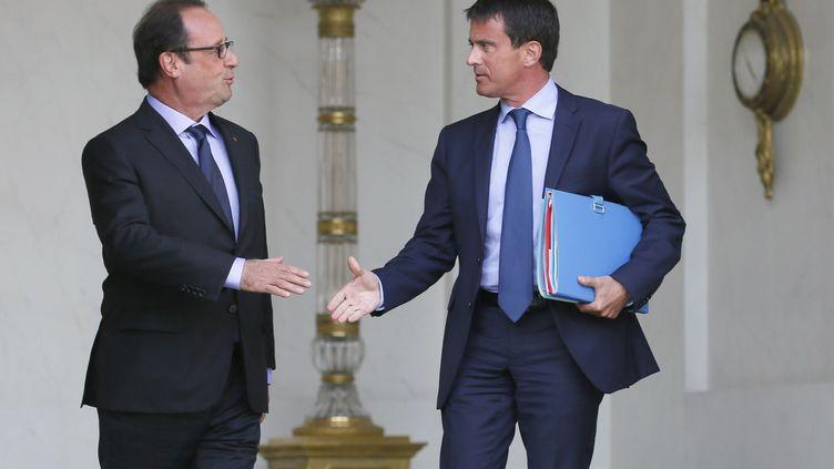 François Hollande et Manuel Valls, à l'Elysée, le 20 août 2014 (PATRICK KOVARIK / AFP)