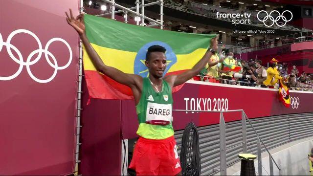 L'Éthiopien Selemon Barega fait une superbe performance. Il termine premier du 10 000 mètre devant les favoris Ougandais.