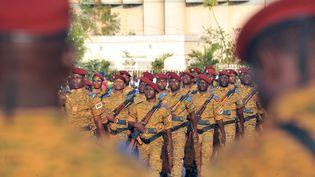 Parade de soldats du Burkina Faso le 4 janvier 2017 dans la capitale Ouagadougou. (AHMED OUOBA / AFP)