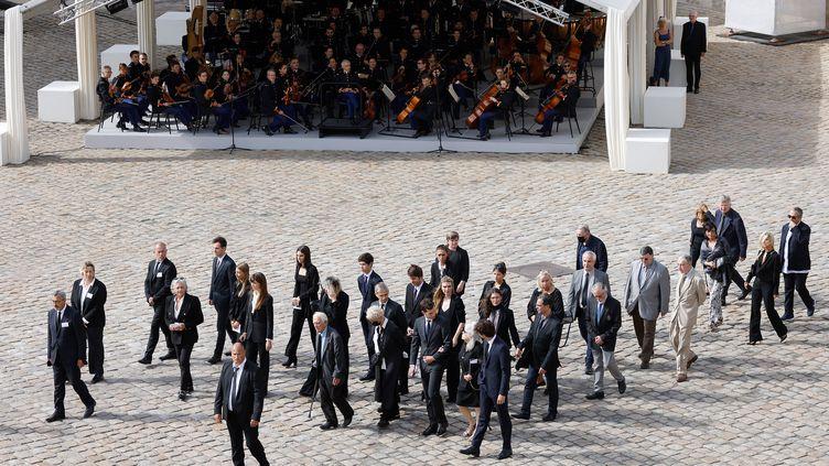 Les membres de la famille de Jean-Paul Belmondo arrivent aux Invalides pour asssiter à l'hommage national qui lui est rendu jeudi 9 septembre 2021 (LUDOVIC MARIN / AFP)