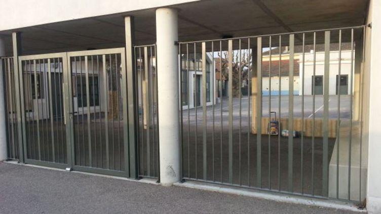 L'école de Lapeyrouse-Mornay dans le Nord Drôme. (Nathalie Rodrigues / RADIO FRANCE)
