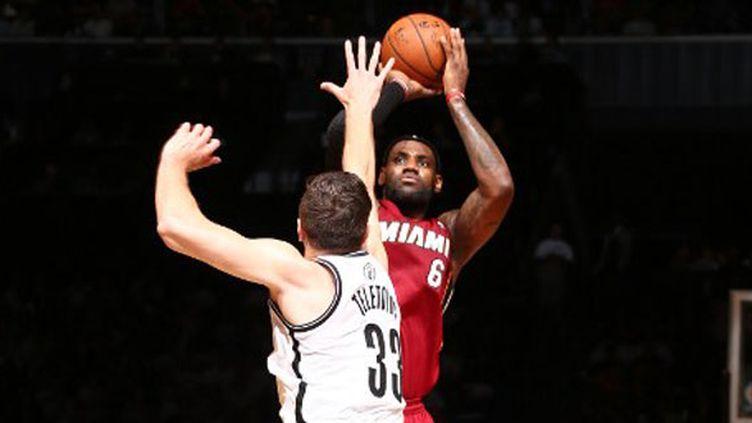 LeBron James, auteur d'un record personnel avec 49pts contre les Nets