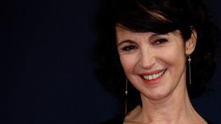 La réalisatrice française Zabou Breitman pose à son arrivée à la 45e édition de la cérémonie des César du cinéma à la salle Pleyel à Paris, le 28 février 2020. (THOMAS SAMSON / AFP)