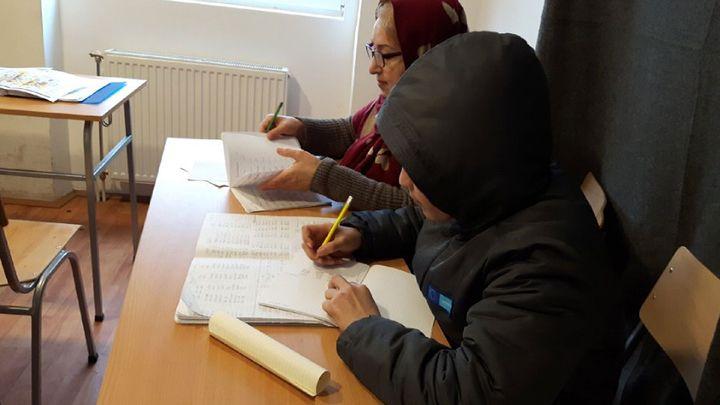 Nasser, un jeune Afghan de 13 ans, assidu en cours d'allemand (RADIO FRANCE / ISABELLE LABEYRIE)