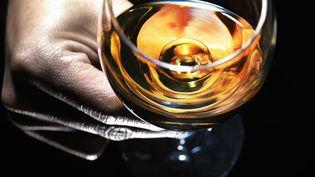 Le Bureau national interprofessionnel du cognac exporte 97% de sa production. (MICHAEL HITOSHI / PHOTODISC / GETTY IMAGES)