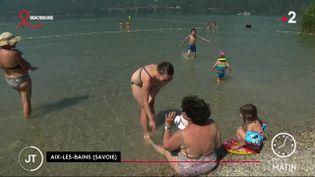 Des touristes à Aix-les-Bains. (France 2)