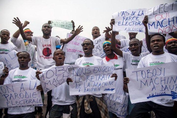 Des membres du mouvement citoyen «La Lucha» manifestent à Kinshasa le 20 octobre 2018 pour exiger le retrait de la machine à voter. (Photo AFP/Junior D.Kannah)