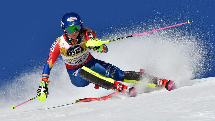 L'Américaine Mikaela Shiffrin lors du slalom St-Moritz (DIMITAR DILKOFF / AFP)