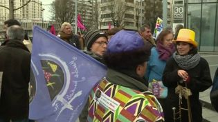 Le 8 mars 2020, journée internationale des droits des femmes, a été placé, en France, sous le signe de la convergence de toutes les luttes féministes. (France 2)