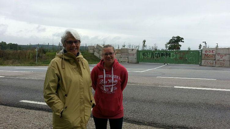 (Les représentantes des associations ne laisseront pas ouvrirla décharge de Nonant-le-Pin © Radio France / Anne-Laure Barral)
