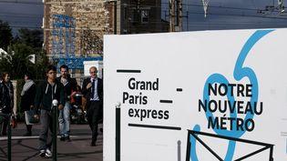 Une palissade indique la construction d une nouvelle station de metro dans le cadre du projet Grand Paris Express à Clamart dans les Hauts-de-Seine, en septembre 2017. (VINCENT ISORE / MAXPPP)