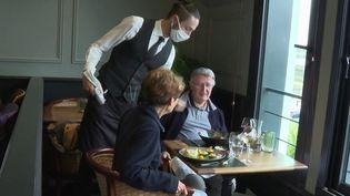 Pass sanitaire :comment organiser les contrôles dans les restaurants ? (France 3)