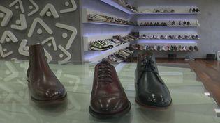 Économiquement, le Portugal se porte bien. Depuis quelques années, lepayss'est imposé comme le champion de la chaussure. En cause : des ateliers de très bonne qualité et peu coûteux. (France 2)