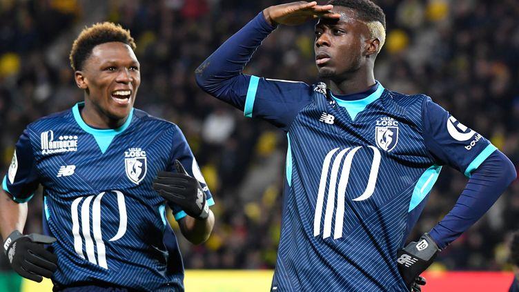 Lebo Mothiba et Nicolas Pépé (Lille). (DAMIEN MEYER / AFP)