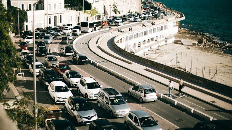 Des embouteillages à Marseille, le 12 mai 2020. (THEO GIACOMETTI / HANS LUCAS / AFP)