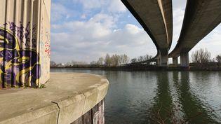 Une adolescente a été retrouvée morte noyée, lundi 8 mars, à Argenteuil (Val-d'Oise), sous le pont de l'autoroute A15. (MAXPPP)
