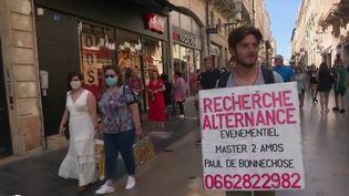 L'Etat va donc investir 6,5 milliards d'euros pour doper l'emploi des jeunes. Ce plan gouvernemental est l'occasion de s'intéresser à un étudiant à Bordeaux (Gironde), qui pour se démarquer et décrocher une alternance, s'est transformé… en homme sandwich. (France 2)