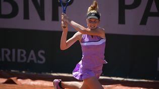 La Tchèque Linda Noskova, en finale du tournoi juniors filles de Roland-Garros 2021. (JULIEN CROSNIER-FFT)