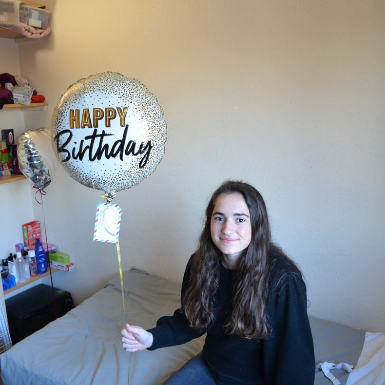Auriane Allemon, celebrated her 20th birthday on the weekend of January 16, 2020, with only three friends in her university room in Villeurbanne.  (CHARLES-EDOUARD AMA KOFFI / FRANCEINFO)