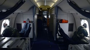 Les recherches se poursuivent pour retrouver le Boeing 777 de la Malaysia Airlines disparu le 8 mars 2014, lundi 24 mars 2014. (ERIC A. PASTOR / US NAVY / AFP)