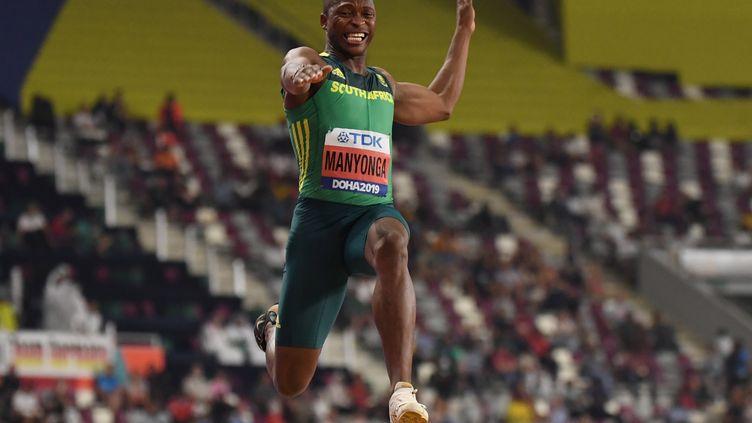 L'athlète Sud-Africain Luvo Manyonga (KIRILL KUDRYAVTSEV / AFP)