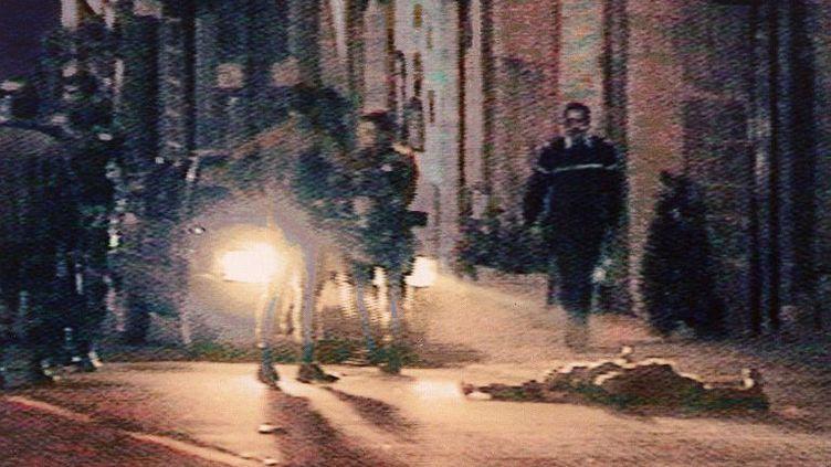 Khaled Kelkal, membre du Groupe Islamique Armé et responsable de plusieurs attentats ayant fait 8 morts et 200 blessés, est abattu le 29 Septembre 1995 par la gendarmerie, au terme d'une traque de plusieurs semaines. (CréditAFP FILES/M6 / AFP)