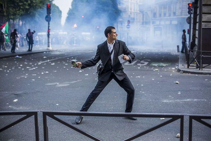 """Détournement d'une photo du photoreporter Laurent Troudé, pour """"Libération"""". (REDDIT / FRANCETV INFO)"""