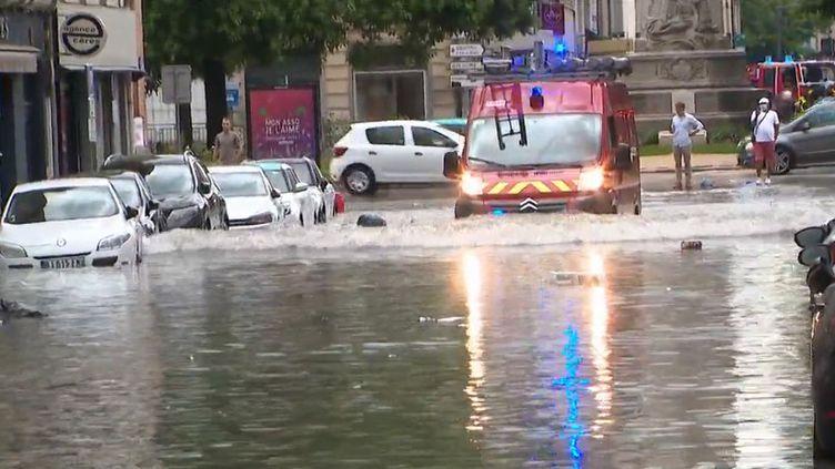 La ville de Reims, dans la Marne, est de nouveau sous les eaux. Les habitants, épuisés, en sont à leur troisième épisode d'inondations en quelques jours. (CAPTURE ECRAN FRANCE 3)